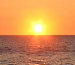 Sun risings over the ocean