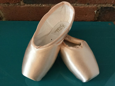 2007 Grishko Pointe shoe. Over size 6