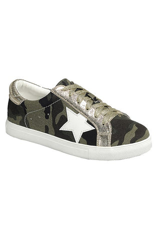 Kickin' It Camo Sneakers in Camo/Gold