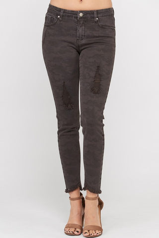 On the Hunt Skinny Jeans in Midnight