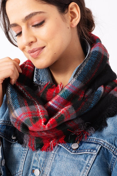 Woven Infinity Plaid Scarf in Black