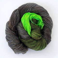 Middle finger - Apollon: 50% Superwash Merino 50% Silk - Fingering