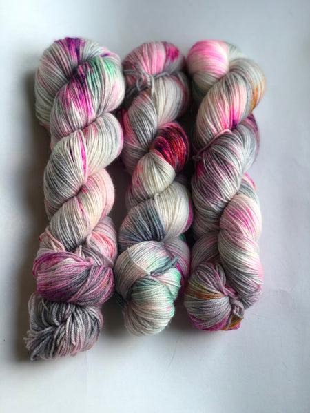Skeleton Woman - NYX: 80% Superwash Merino 10% Nylon 10% Cashmere