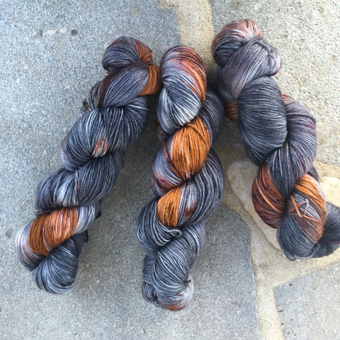 Sirius Black - NYX: 80% Superwash Merino 10% Nylon 10% Cashmere