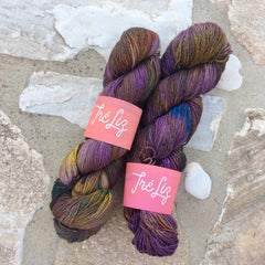 Mucha - Asteria: 75% Superwash Merino 20% Nylon 5% Gold Stellina - Sock