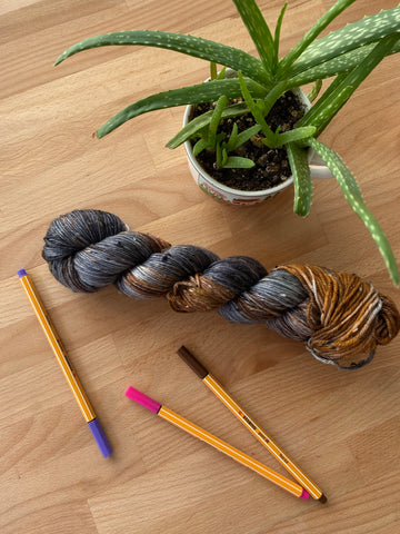 Sirius Black - Gaia: 85% Superwash Merino 15% Donegal Nep - DK