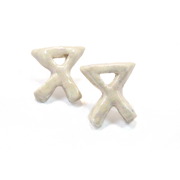 "Sculpted pearl stud ""X"" earrings"