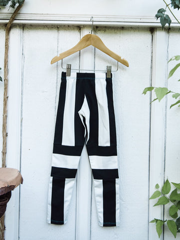 Noir et Blanc Scrunch Knee Patch Leggings