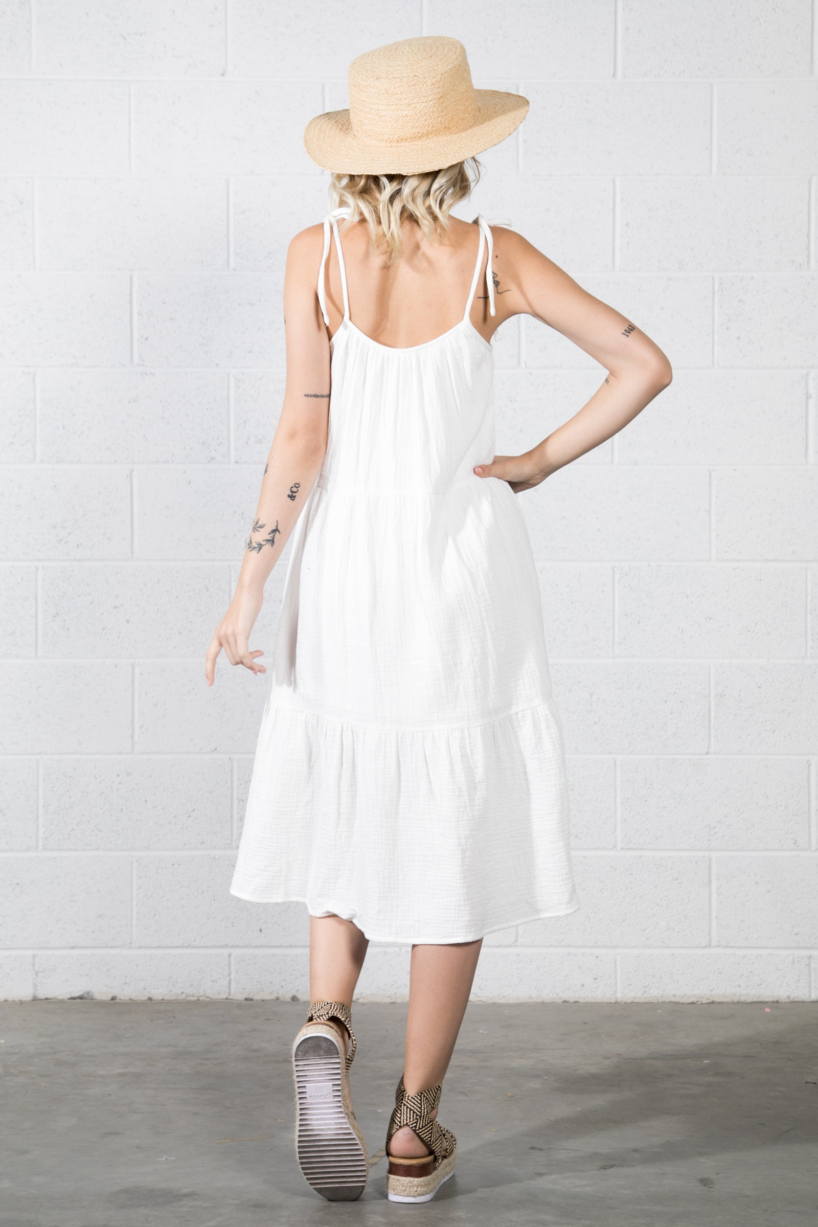 BEAUTIFUL SLEEVELESS MIDI DRESS