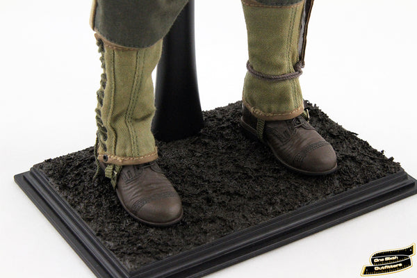 Display Stand Featuring Wet Mud Effect for 1/6 Scale Figures
