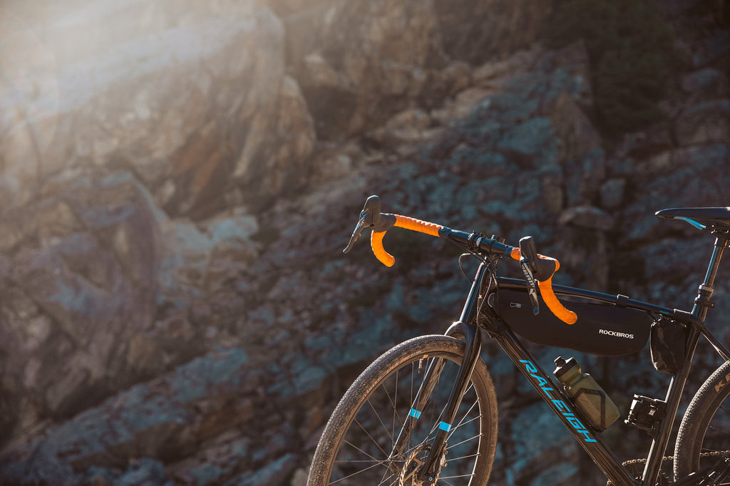 The PNW Components Coast Handlebar is wide for stability and comfort.