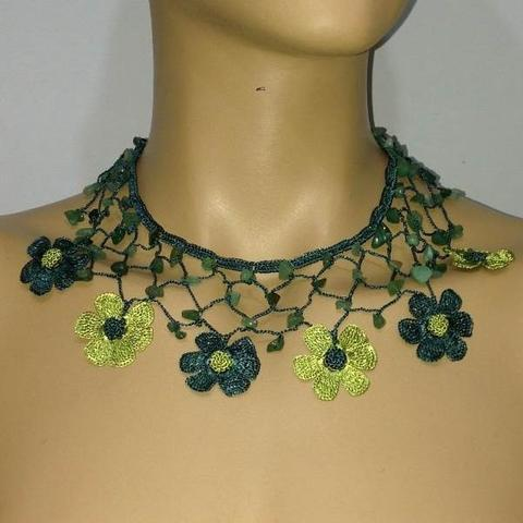 GREEN Choker Necklace with Crocheted Flower and semi precious Jade Stones - pistachio green