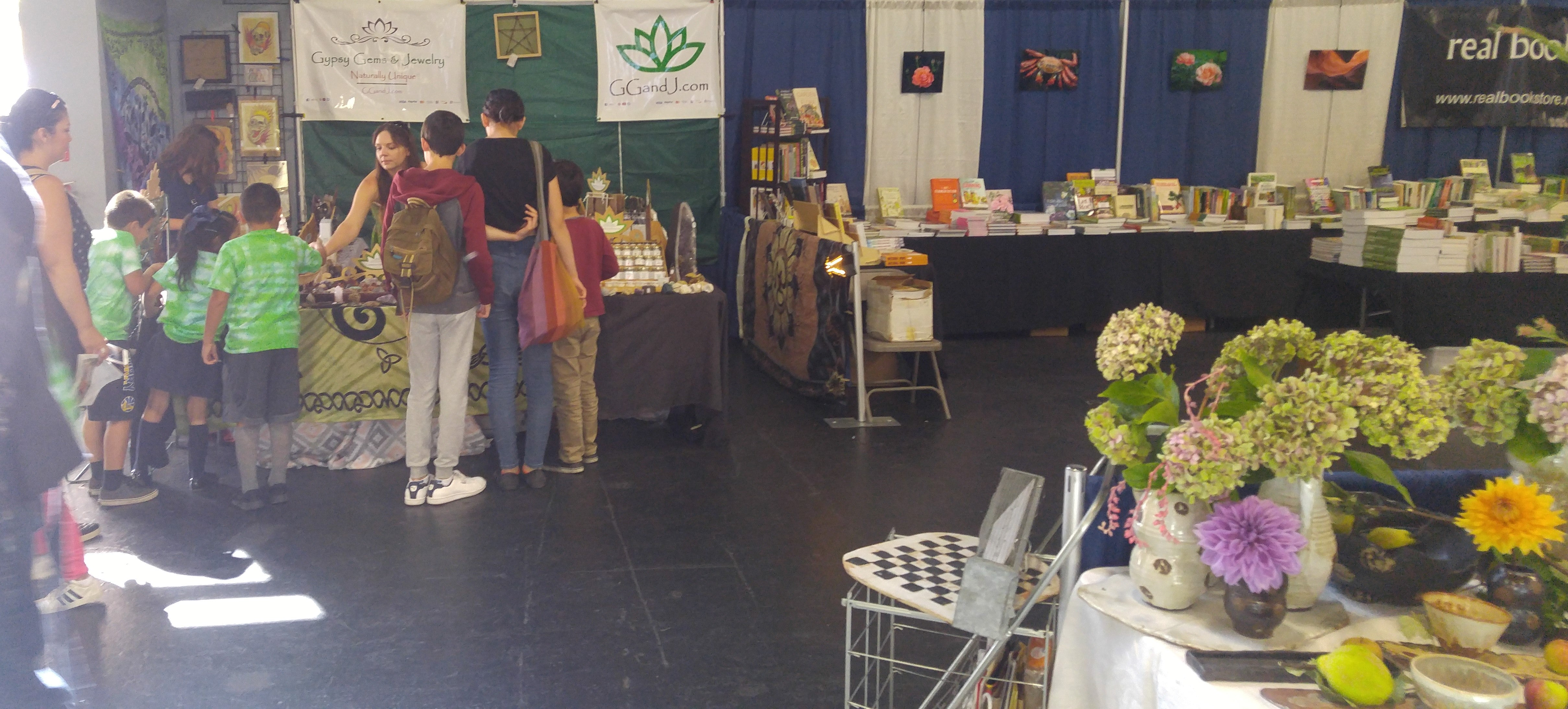 Nation Heirloom Exposition Grand Pavileon ggandj.com Booth Customers Mother of Earth News