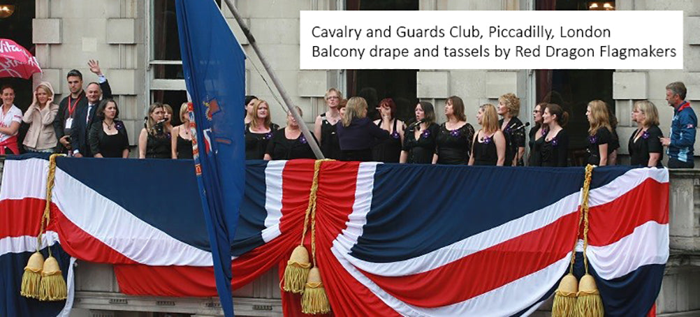 cAVALRY AND gUARDS cLUB, BALCONY uNION FLAG FOR lONON 10k RACE AND lORD mAYOR'S STARTING POSITION