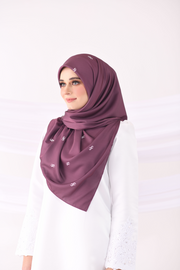 Colours of Morocco: The Monogram Square in Majestic Plum