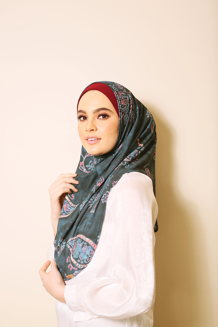 Raysa - SlipOn Syria Two Piece Style in (EmeralPaisley)