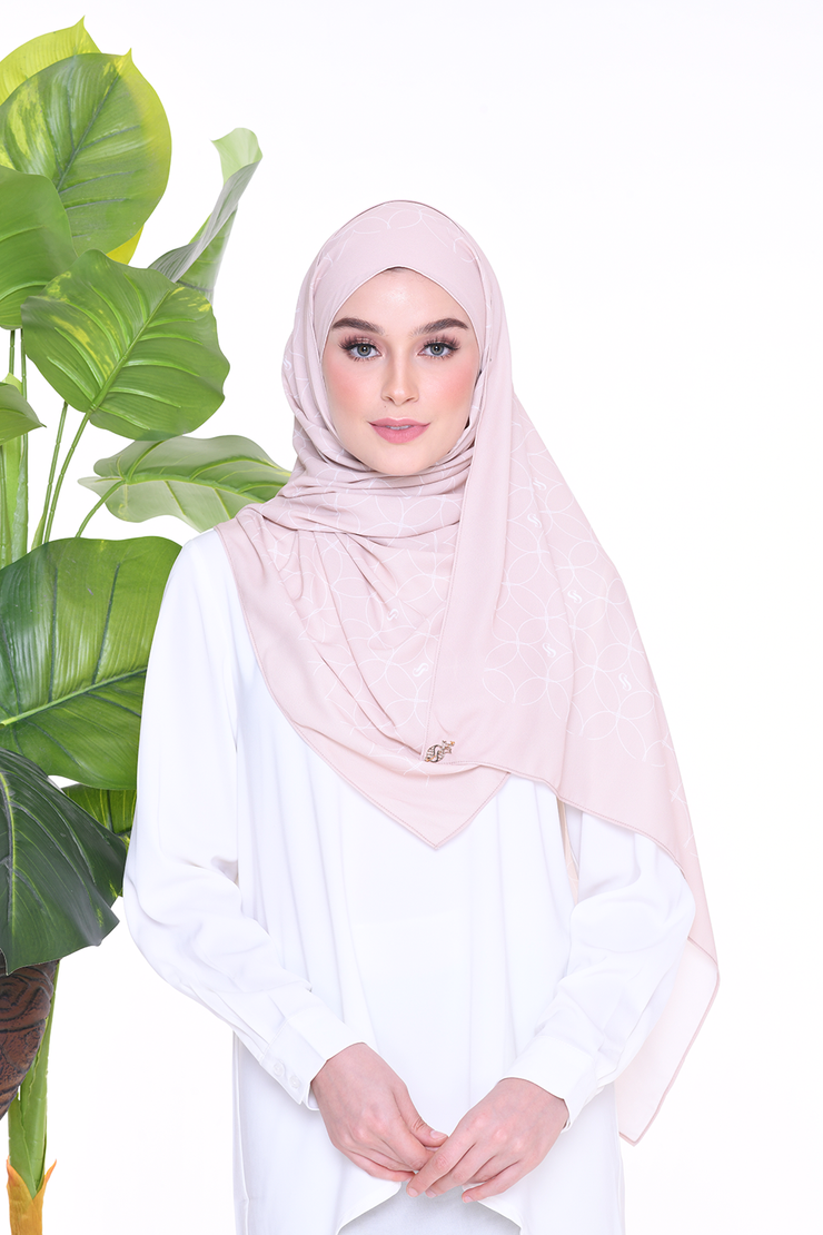Monogram Louisa (SHAWL ) - Shifting Sand