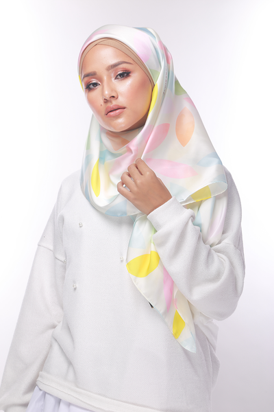 A Twist of SGARSCARF Square Satin Luxe - Sugarscarf