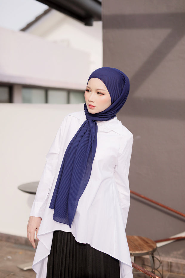 Breeze Pleats Long Shawl (Small) in No Drama