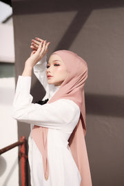Breeze Pleats Long Shawl (Small) in Charm ( Rosey Beige)