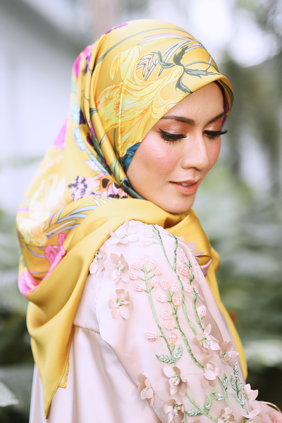 Garden BeeAmazing [Square]- Gold - Sugarscarf