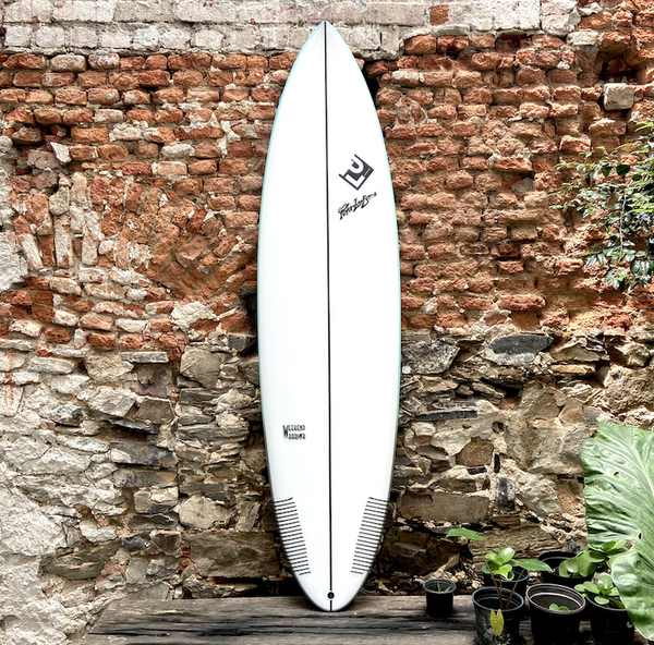 PETER LAWSON - WEEKEND WARRIOR  7'2 x 22 x 2  7/8  50L