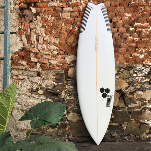 "CHANNEL ISLANDS - ROCKET WIDE  5'10""  20'  2 5/8""    33,5L   FUTURES"