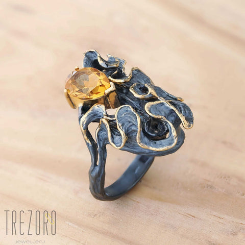 Magic Ribbon Juvite Cocktail Ring with Large Citrine