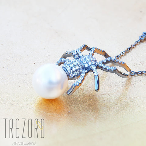 Spider Necklace With Shell Pearl
