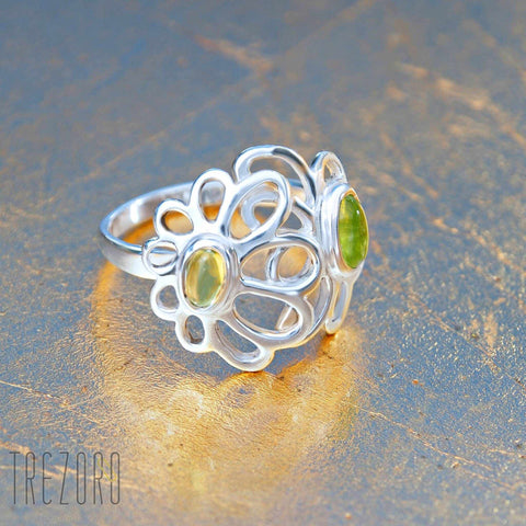 Floral Ring With Gren Peridon in Silver