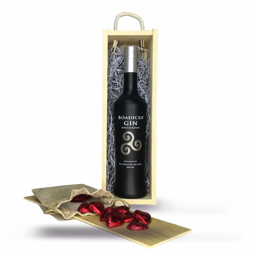 Valentine's Gift Set: Boadicea® Gin Debaucherry 50cl plus Milk Chocolate Hearts