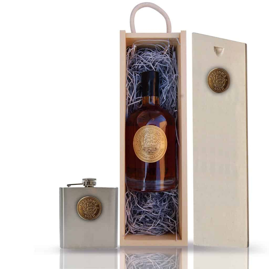 Gift Set: Nelson's Gold® caramelised vodka 50cl and Hip Flask