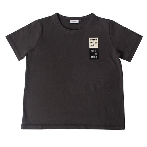 Wynken - Badge Tee - Charcoal