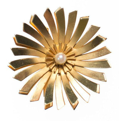 Vintage Mid Century Modern Gold Starburst Brooch With Pearl Center by 1960s - Vintage Meet Modern Vintage Jewelry - Chicago, Illinois - #oldhollywoodglamour #vintagemeetmodern #designervintage #jewelrybox #antiquejewelry #vintagejewelry