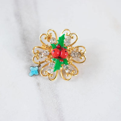 Holly Petite Christmas Brooch by Unsigned Beauty - Vintage Meet Modern Vintage Jewelry - Chicago, Illinois - #oldhollywoodglamour #vintagemeetmodern #designervintage #jewelrybox #antiquejewelry #vintagejewelry
