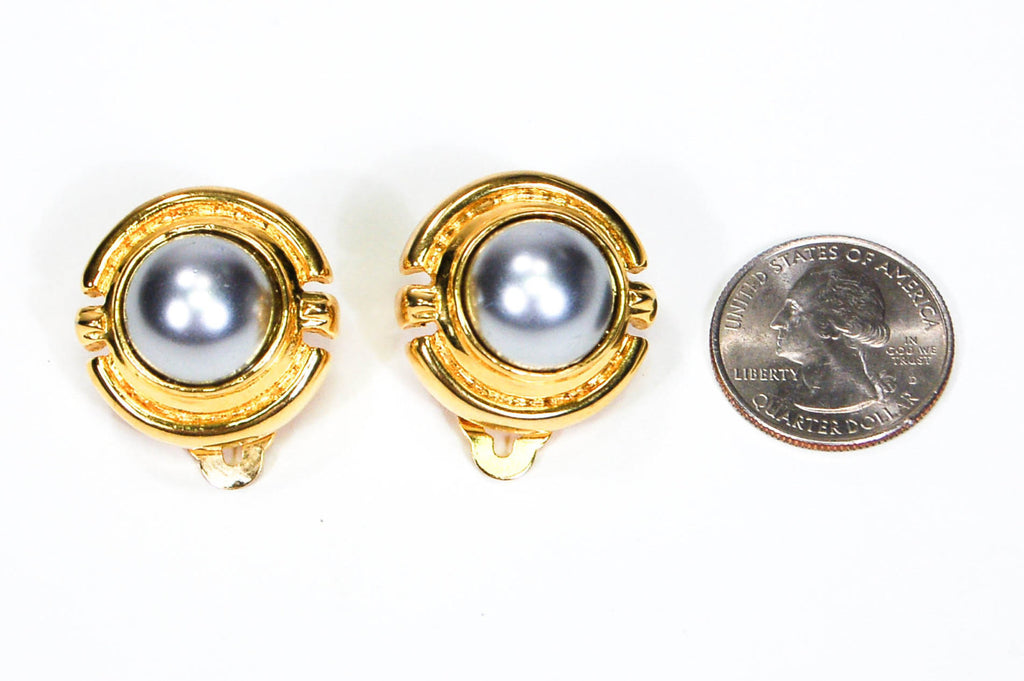 1980's Round Gold Tone Grey Pearl Earrings - Vintage Meet Modern  - 4