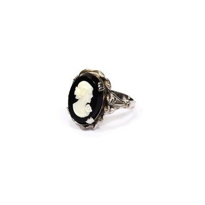 Black and White Cameo Ring by unsigned beauty - Vintage Meet Modern Vintage Jewelry - Chicago, Illinois - #oldhollywoodglamour #vintagemeetmodern #designervintage #jewelrybox #antiquejewelry #vintagejewelry