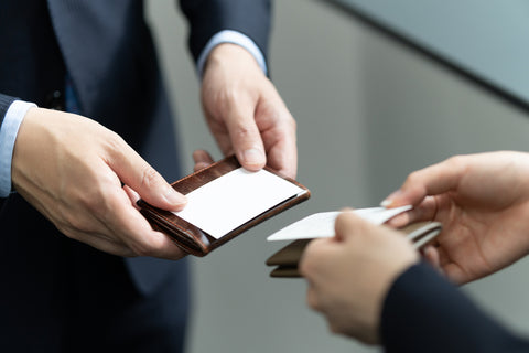 japanese business etiquette handing and receiving business cards.