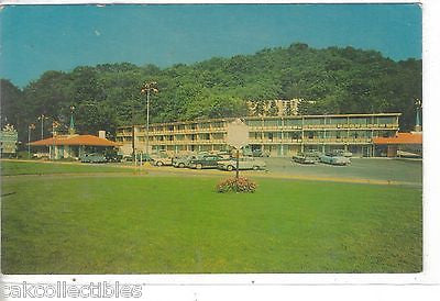 Howard Johnson Motor Lodge and Restaurant-Wheeling,West Virginia (Old Cars) - Cakcollectibles