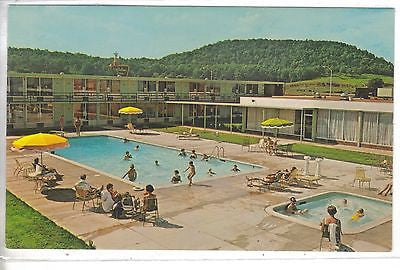 Swimming Pool,Holiday Inn-Cave City,Kentucky.Vintage postcard front