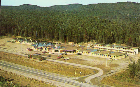 Aerial View of Northern Gateway Motor Hotel - Wawa,Ontario,Canada.Vintage Postcard Front