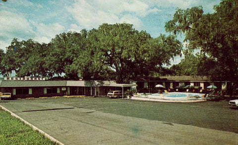 Front of vintage postcard.Peeks Motel and Restaurant - Dade City,Florida
