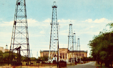 Oil Derricks,State Capitol Building - Oklahoma City,Oklahoma.Vintage postcard front