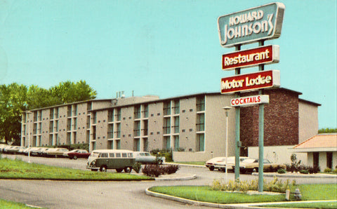 Vintage postcard front Howard Johnson's Motor Lodge - Bloomington,Indiana