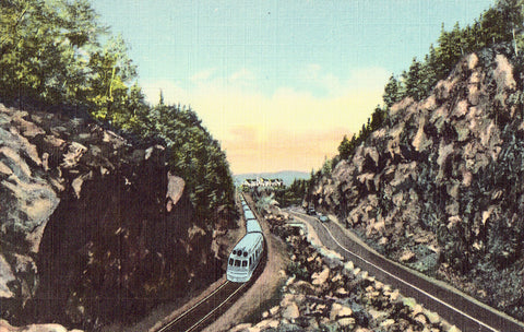 Linen Postcard Front - The Gate of The Notch,Crawford Notch - New Hampshire