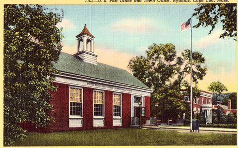 Linen postcard U.S. Post Office and Town Office - Hyannis,Cape Cod,Massachusetts