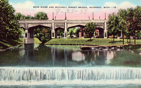 Linen postcard Bear River and Mitchell Street Bridge - Petosky,Michigan