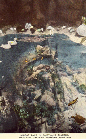 Linen postcard Mirror Lake in Fairyland Caverns,Rock City Gardens - Lookout Mountain - Tennessee