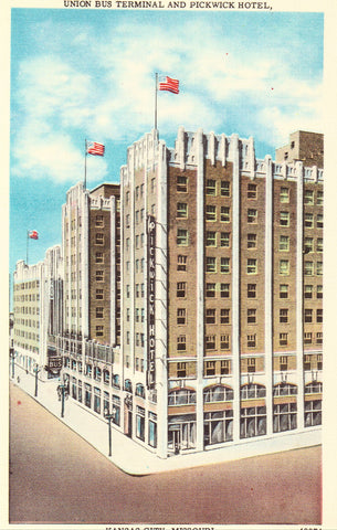 Linen postcard Union Bus Terminal and Pickwick Hotel - Kansas City,Missouri