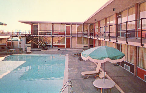 Vintage postcard Swimming Pool,Quality Motel - Macon,Georgia